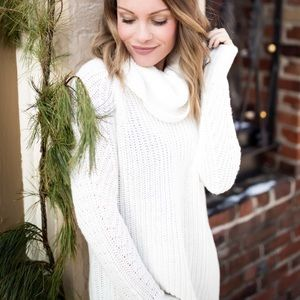 NWT! Cream Turtleneck Tunic Sweater